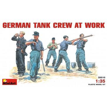 Germ.Tank Crew at work 1/35