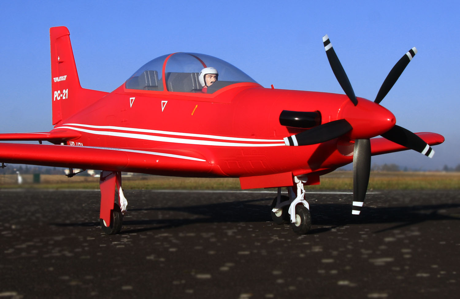 FMS Pilatus PC-21 - MCM Group