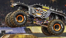 New AXIAL Product : MAX-D Monster Jam 4WD 1/10th scale